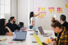 How to organize your teams to meet uncertainty?